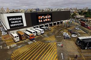 Shopping inaugura drive thru para compras e doação